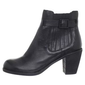 Dolce Vita Jamala Black Leather Heeled Booties